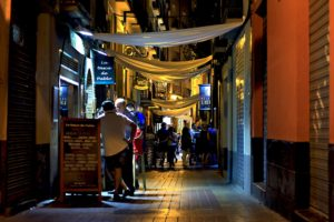 Traista app local deals night scene