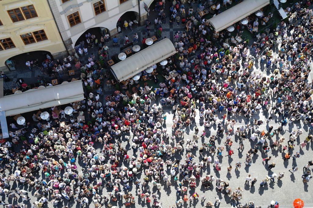 Crowd travelers lost and found Traista